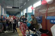 Nonton Rendy Pandugo di Halte Transjakarta, Dua Karyawan Telat Kerja