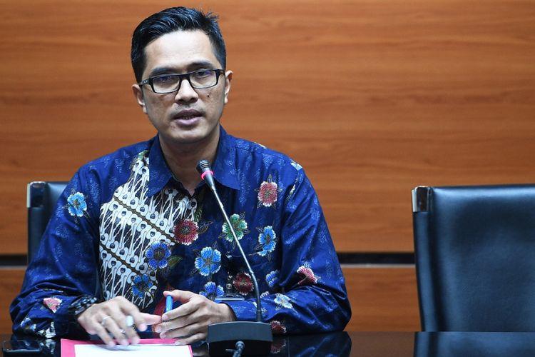 Juru Bicara KPK Febri Diansyah memberikan keterangan kepada pers di Gedung KPK, Jakarta, Rabu (19/7/2017).