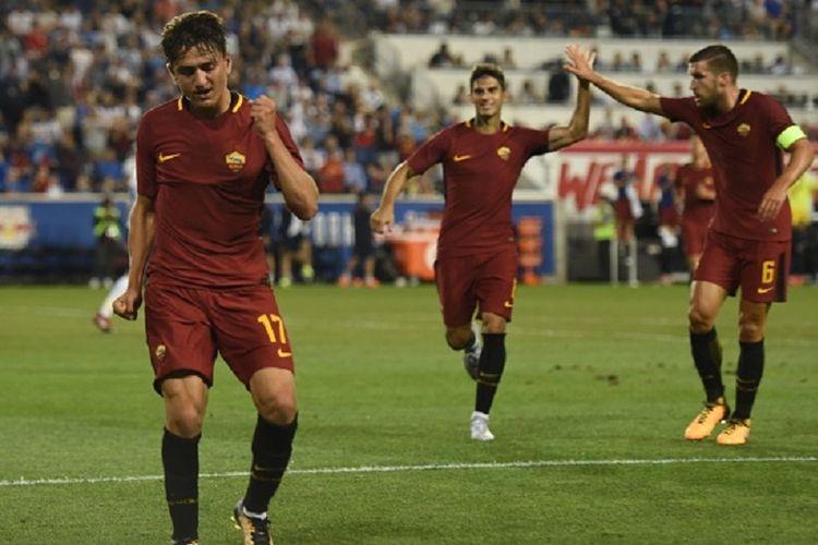 Cengiz Under merayakan gol AS Roma ke gawang Tottenham Hotspur pada pertandingan ICC 2017 di New Jersey, Selasa (25/7/2017).