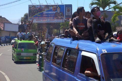 Duduk di Atas Angkot yang Melaju Kencang, 3 Remaja Dihukum
