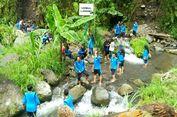 Sensasi 'Trekking' di Kali Kuning Lereng Merapi