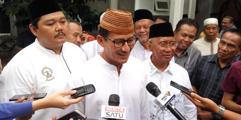 Sopir Bajaj Bisa Digaji Sesuai - Calon wakil gubernur DKI Jakarta nomor pemilihan Sandiaga menjanjikan sopir bajaj akan diberikan gaji sesuai dengan upah minimum