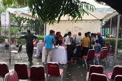 Hari Terakhir Layanan E-KTP di TMII, Warga Antre di Tengah Hujan