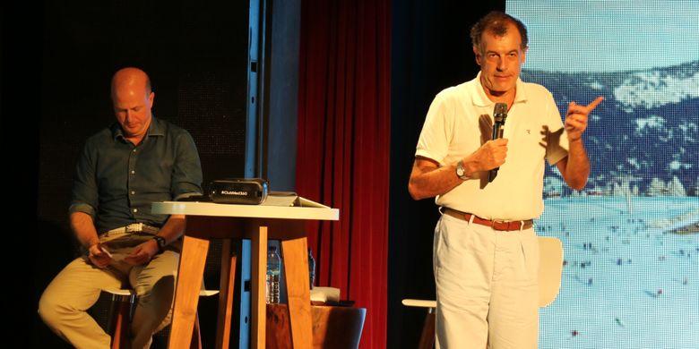 President Club Med, Henri Giscard (kanan) dan CEO of East and South East Asia & Pasific Club Med, Xavier Desaulles ketika mempresentasikan wajah baru Club Med dan beberapa rencana pengembangannya di beberapa negara, di teater Club Med Bintan, Selasa (29/8/2017).