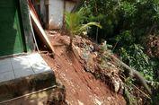 Sebuah Rumah Nyaris Longsor di Pondok Pinang