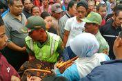 Kelelahan Menunggu Gunungan Maulid, Nenek 90 Tahun Pingsan di Masjid Agung