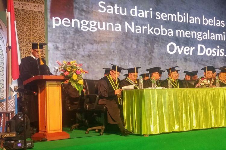 Menpora Imam Nahrawi menyampaikan orasi ilmiah saat penganugerahan gelar doktor honoris causa