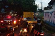 Banjir, Arus Lalu Lintas di Jalan Pondok Aren Macet Dua Arah