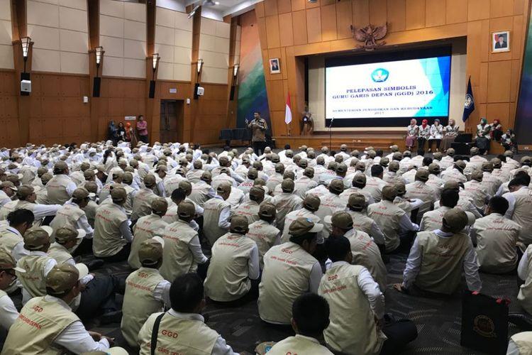 Mendikbud Muhadjir Effendy melepas secara simbolis Guru Garis Depan yang akan ditugaskan mengajar di daerah terluar, tertinggal, dan terpencil di seluruh Indonesia.