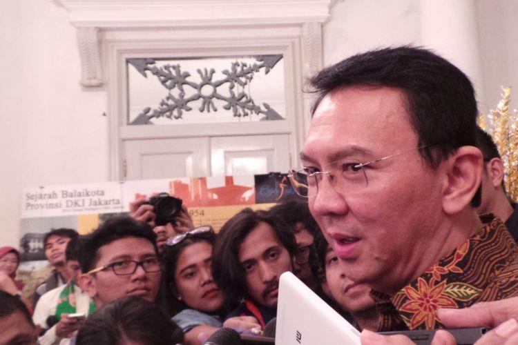 Gubernur DKI Jakarta Basuki Tjahaja Purnama atau Ahok saat wawancara dengan awak media di Balai Kota DKI Jakarta, Kamis (27/4/2017).