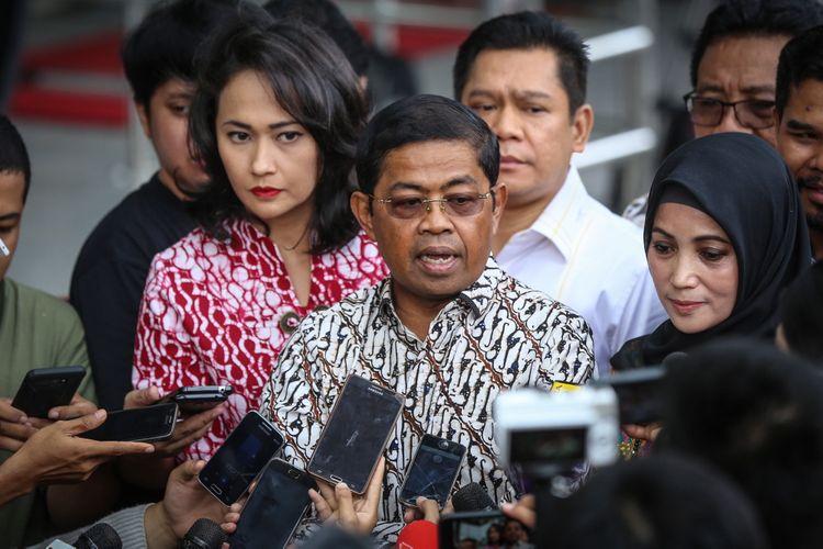 Sekretaris Jenderal Partai Golkar Idrus Marham memberikan keterangan pers di Gedung Komisi Pemberantasan Korupsi (KPK) di Jakarta, Senin (11/9/2017). Kedatangannya terkait Ketua DPR RI Setya Novanto yang tak memenuhi panggilan Komisi Pemberantasan Korupsi hari ini.