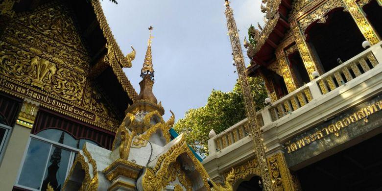 Suasana di Wat Phra That Doi Suthep di Chiang Mai, Thailand.