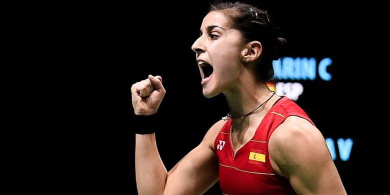 Pebulu tangkis tunggal putri Spanyol, Carolina Marin, meluapkan ekspresi saat menghadapi pemain asal India, Pusarla Sindhu, pada kejuaraan Super Series di Dubai, 16 Desember 2016.