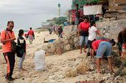 Peringati Hari Bumi, Ribuan Warga Kupang Bersih-bersih Pantai