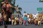Caruban Carnival Cirebon Heritage Mengangkat Kereta Kencana Sultan