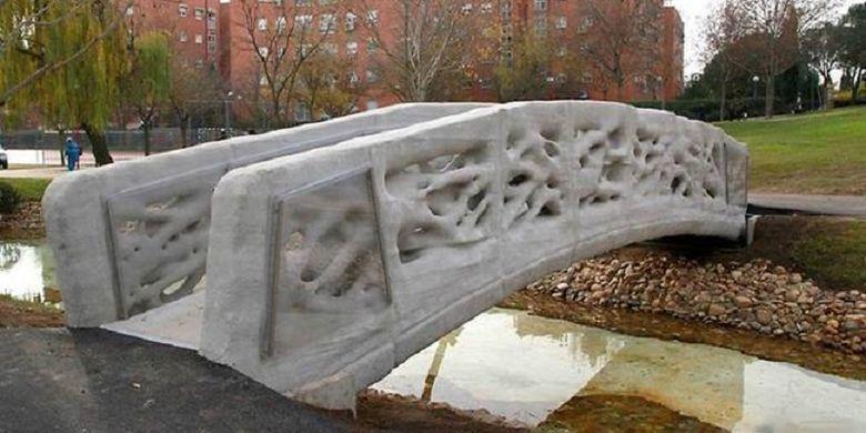 Selasa(17/10/2017), Belanda resmi punya jembatan berteknologi 3D pertama di dunia. Jembatan ini ada di tenggara kota Gemert.
