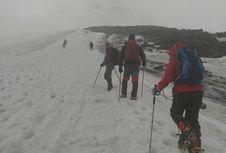 Tim Pendaki Impala UB Aklimatisasi di Kaki Elbrus, Rabu Siap 'Summit Attack'