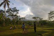 Pagi ini, Puncak Gunung Agung Tertutup Mendung