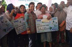 Menteri Rini Beri Kuis Berhadiah Rp 100.000, Ibu-ibu Berebut Uang