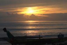 Berburu Matahari Terbit dan Alun Ombak di Pantai Hoya