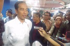 Blusukan ke Mal di Palembang, Jokowi Dikerubuti Pengunjung