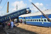 KA Tabrak Truk, 12 Gerbong Tergelincir dari Rel, 42 Penumpang Terluka