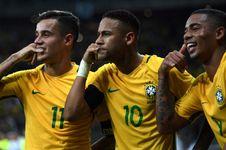 Neymar Mau Bertahan di Barcelona, asal...