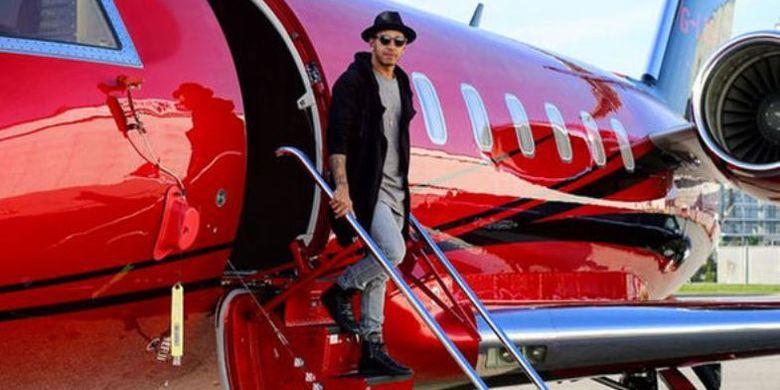 Lewis Hamilton dan pesawat jet pribadi