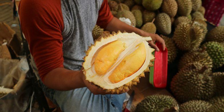 M   eskipun kecil, durian hasilsilangan durian lay Kalimantan, dengan durian Rancamaya, Bogor menghasilkan rasa yang manis danwarna yang indah.