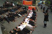 Hadang Alat Berat Eksekusi Cagar Budaya, Warga Adat Tidur di Jalan
