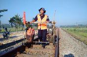 Cerita Pemeriksa Rel Kereta Api, Jalan Kaki 16 Km Setiap Hari hingga Bisa Kuliahkan Anak ke ITS