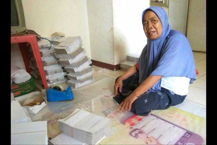 Siti Bunga (72) atau Nek Mimi saat ditemui di Rusun Daan Mogot, Kamis (23/11/2017).