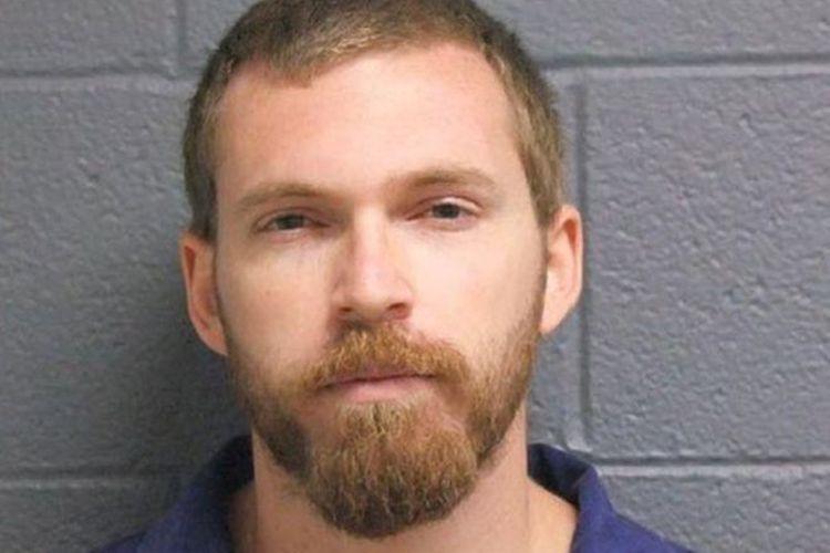 Christopher Mirasolo tercatat sebagai pelaku penyerangan seksual terhadap korban-korban di bawah umur.