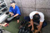 Samani dan Suwardi, Tukang Semir di Balai Kota yang Ingin Menyemir Sepatu Sandiaga...