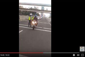 Polisi Loloskan Pengendara Kawasaki Ninja 250 FI di JLNT Casablanca