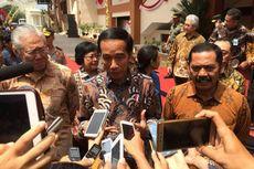 Jokowi: Silakan, Jauh-jauh Datang ke Klewer Kok Enggak Belanja...