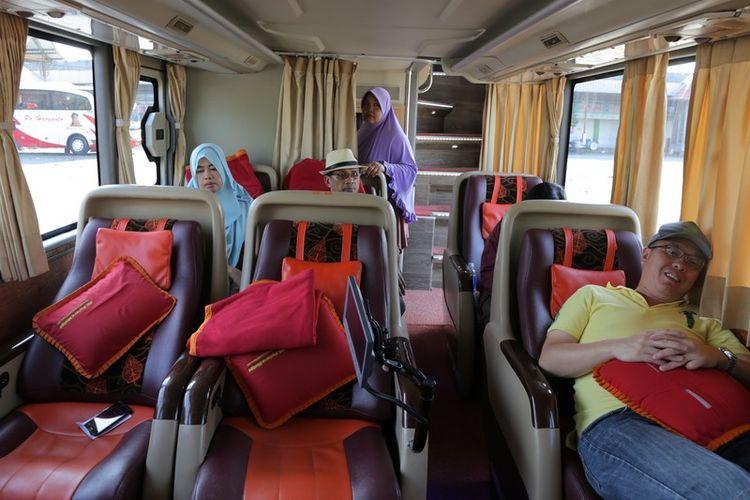 Elegant class di lantai satu bus double decker PO Putera Mulya.(KOMPAS.com/ Lulu Cinantya Mahendra)