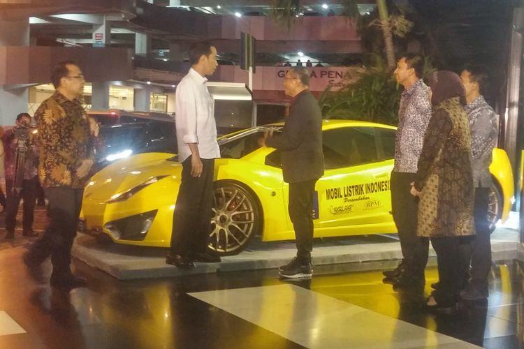 "Dahlan Iskan Pamer Mobil Listrik ""Selo"" kepada Jokowi"