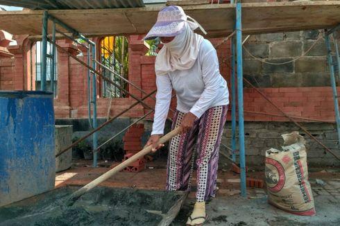 'Kartini' Asal Bali Ini Jadi Buruh Bangunan Demi Keluarga