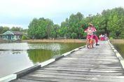 Dahulu Harus Pakai Bis Air, Kini Siswa 3 Dusun Bisa Bersepeda ke Sekolah