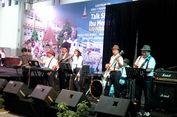 Ketum PPP Romahurmuziy Main Band di Lustrum XII SMAN 1 Yogyakarta