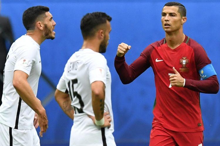 Penyerang Portugal, Cristiano Ronaldo, berselebrasi setelah mencetak gol dari  titik penalti pada laga pamungkas Grup A Piala Konfederasi melawan Selandia Baru pada 24 Juni 2017.