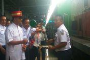Tiup Peluit, Anies Lepas Pemudik di Stasiun Senen