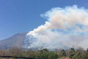 Status Gunung Agung Meningkat Jadi Awas, Warga Dilarang Beraktivitas di Radius 12 Km