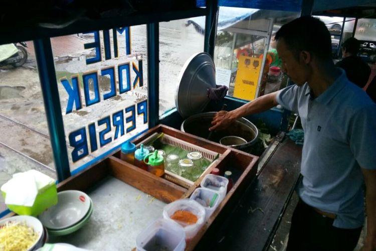5 Mie Kocok Legendaris di Bandung video viral info traveling info teknologi info seks info properti info kuliner info kesehatan foto viral berita ekonomi