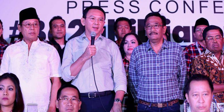 Gubernur dan Wakil Gubernur DKI, Basuki Tjahaja Purnama dan Djarot Saiful Hidayat, saat memberikan keterangan pers di Hotel Pullman Thamrin, Jakarta, Rabu, (19/4/2017). Pemilihan gubernur dan wakil gubernur DKI Jakarta putaran kedua berlangsung pada hari ini.