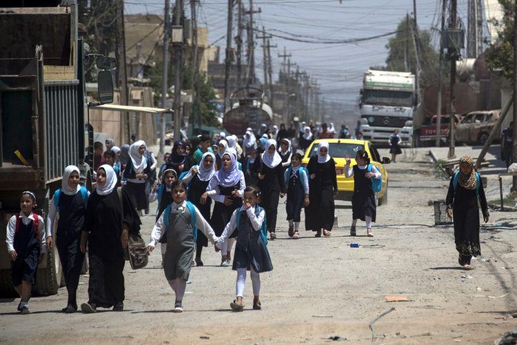 Setelah kota Mosul dinyatakan bebas dari cengkeraman ISIS, anak-anak mulai kembali ke sekolah.