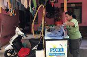 Adel Usaha Gosok Keliling karena Hobi Setrika Pakaian