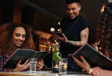 3 Cara Restoran Membuat Anda Memesan Lebih Banyak