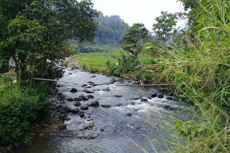 Potensi wisata air dan potensi pembangkit listrik mikro hidro di sungai Ciputri di Dusun Tangsi Jaya, Kecamatan Gunung Halu, Kabupaten Bandung Barat.